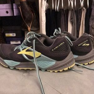 BROOKS Cascadia Trail Running Shoes
